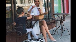 Виктория Боня с дочкой— российская теле- и радиоведущая, актриса, модель.