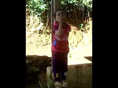 Anak Kecil Belajar Menghafal Surat Pendek Youtube