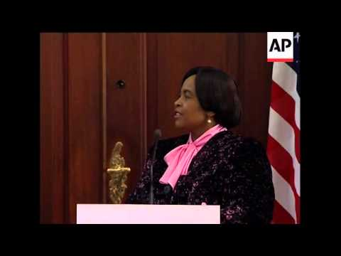 Clinton meets counterpart, comments on Zimbabwe, Somalia