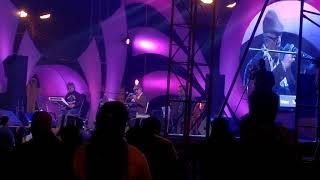 Download E Tumi Kemon Tumi  Chokher Taray Ayna Dhoro by  kabir suman live MP3 song and Music Video
