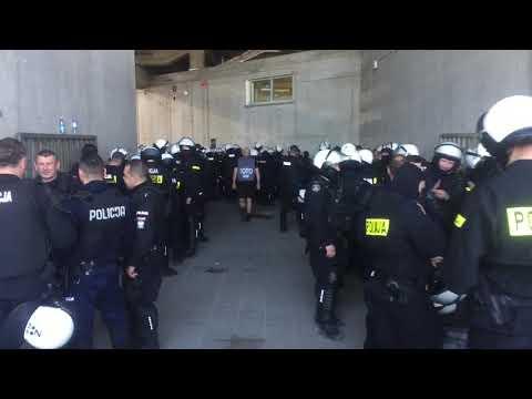 Obstawa policji przed meczem Lech - Legia (20.05.2018 r.)