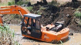 EXCAVATOR VIDEOS For Kids TATA HITACHI 200 Struggling In Mud Amazing Driving Skills