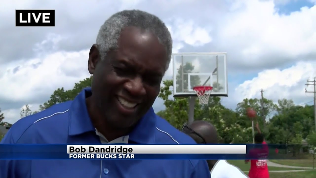 Bob Dandridge coaches kids at Milwaukee&x27s Moody Park