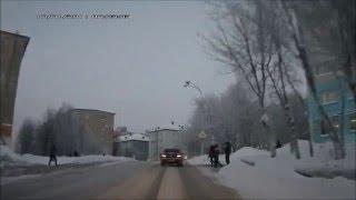 Мурманск, ул. Гагарина. Переход в неположенном месте.