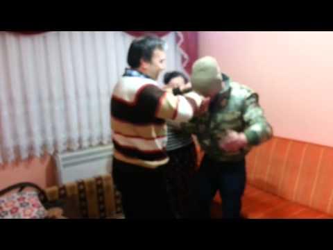 Askerden Dönen Gencin Ailesine Yaptığı Sürpriz Duygulandırdı