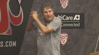 Hilarious: Mike Leach shows how to throw a shovel pass, makes fun of former Texas Tech QB