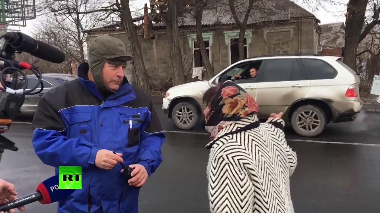 Жительница Донецка — сотруднику ОБСЕ: Скажите своему американцу, пусть заберет Порошенко!
