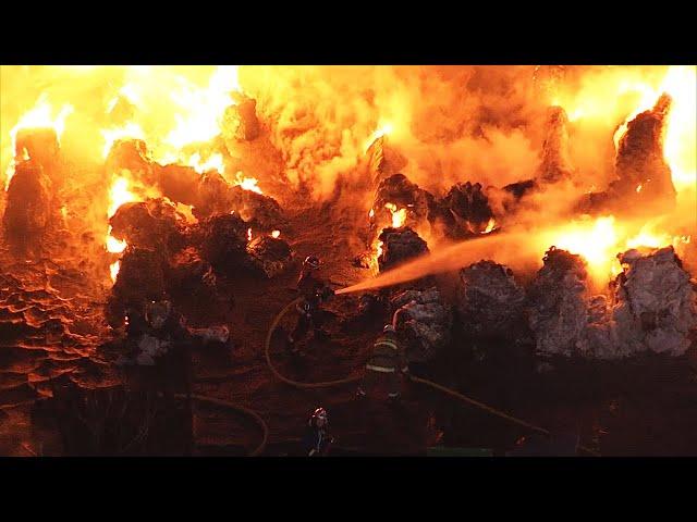 200~300トンの廃ビニール炎上、大量の黒煙 大阪