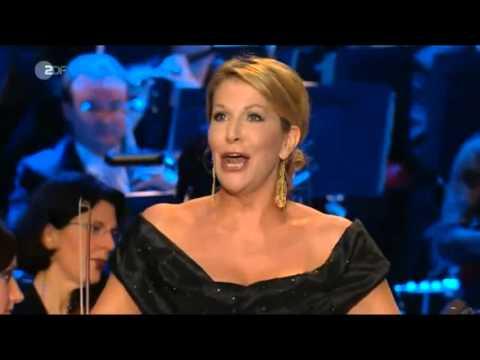 """Aria:""""Fra il padre"""" (La Dama del Lago -G. Rossini) interpretada por Joyce DiDonato."""