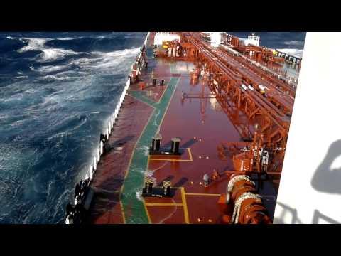 storm . tanker . pacific ocean .