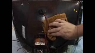 Baixar Tv de tubo vazando alta tensão na chupeta do flyback - centelhando e com chiado
