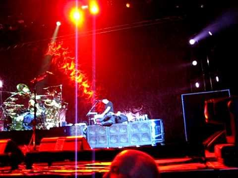 KORN - Oildale (Leave Me Alone) - LIVE in Toronto March 31, 2011
