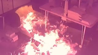 Это война: в центре Екатеринбурга подожгли офис управляющей компании(На коммунальном фронте оказались жильцы 20 домов в Екатеринбурге. Поджоги машин, испорченные стены в подъез..., 2016-05-11T14:47:35.000Z)