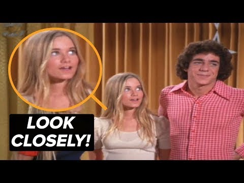 Download This Photo is NOT Edited - Take a Closer Look at This Brady Bunch Blooper!