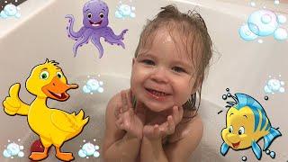 Игры в ванне и веселые развлечения с водой. Bath games and fun activities with water.