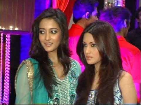 Raima and Riya Sen GORGEOUS at Esha Deol's sangeet ceremony.