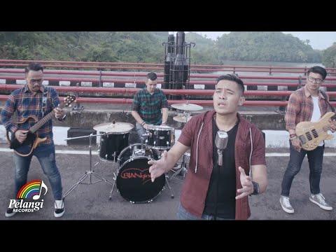 Bian Gindas - 100% Kangen (Official Music Video)
