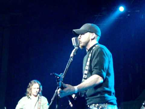 Brantley Gilbert - Dirt Road Anthem