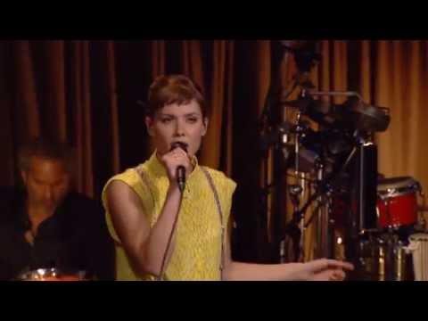 Oh Land synger 'Aicha' – Toppen af poppen