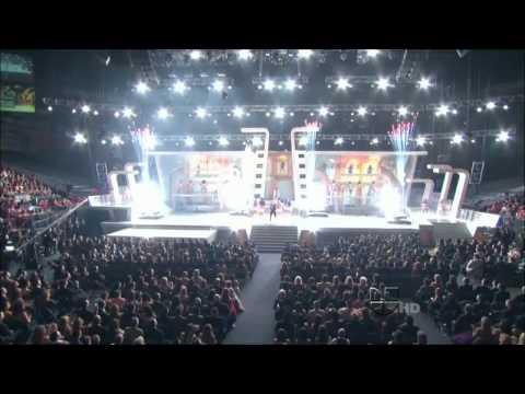 Pitbull - Bon Bon LIVE!! HD!!