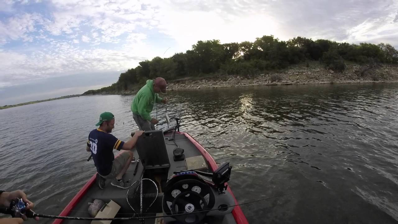 Texas bass fishing lake whitney youtube for Lake whitney fishing