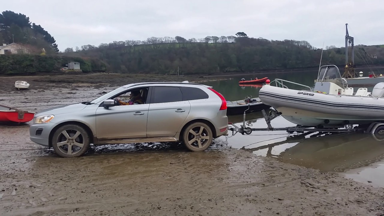 Volvo xc60 Awd towing boat up beach slipway off road - YouTube