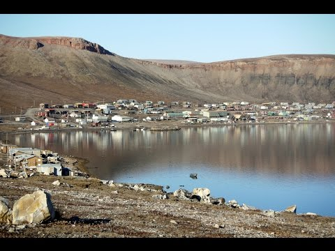 An Autumn Day in Arctic Bay   ᐃᒃᐱᐊᕐᔪᒃ