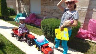 Elifin Dedesi geliyor evlerini hazırlamaya gidiyoruz,Önce bagajı boşaltalım, eğlenceli çocuk videosu