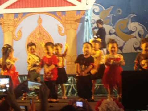 น้องสิตาเต้นงานโรงเรียนมาลาสวรรค์ปี2556 อนุบาล1