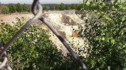 Paraisilla kalkkikivi kaivos keskellä kaupunkia avolouhos. 15.6.18