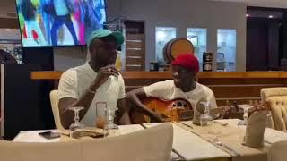 Duo Abba et Dudu : Regardez le live acoustique de Abba et Dudu fait des vidéos chez Katia