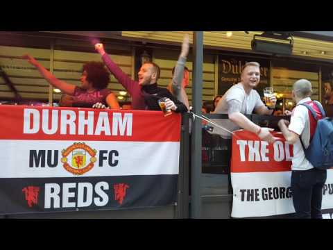 Ajax fans meet Manchester United fans in Stockholm Pub 2