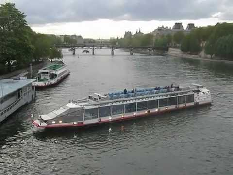 bateau mouche sur la seine paris youtube. Black Bedroom Furniture Sets. Home Design Ideas