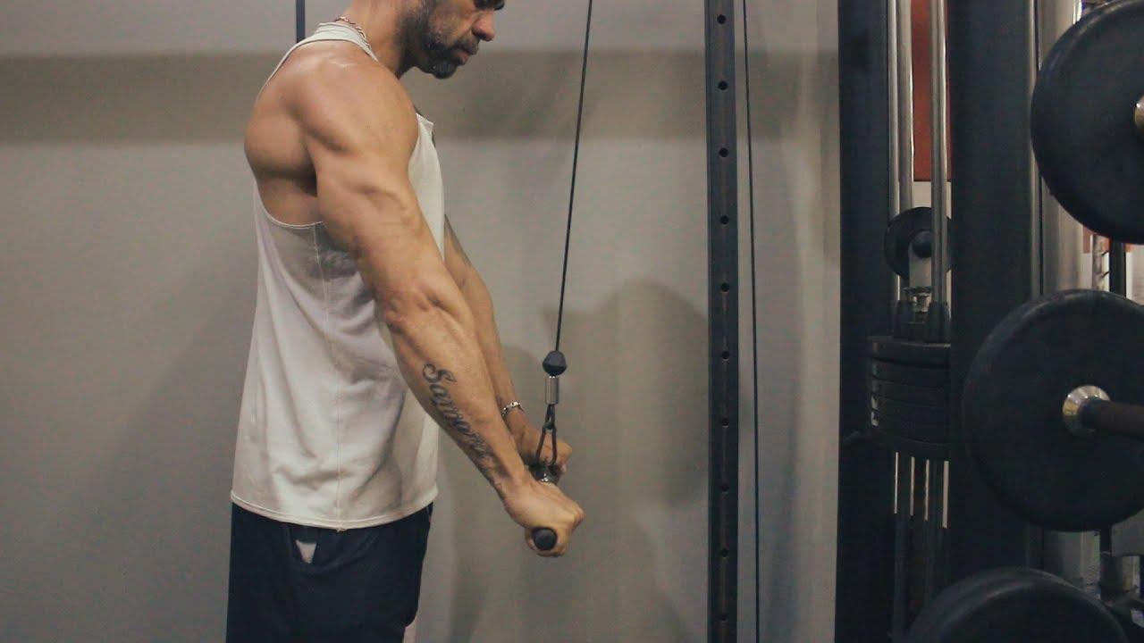 triceps pronado na polia alta