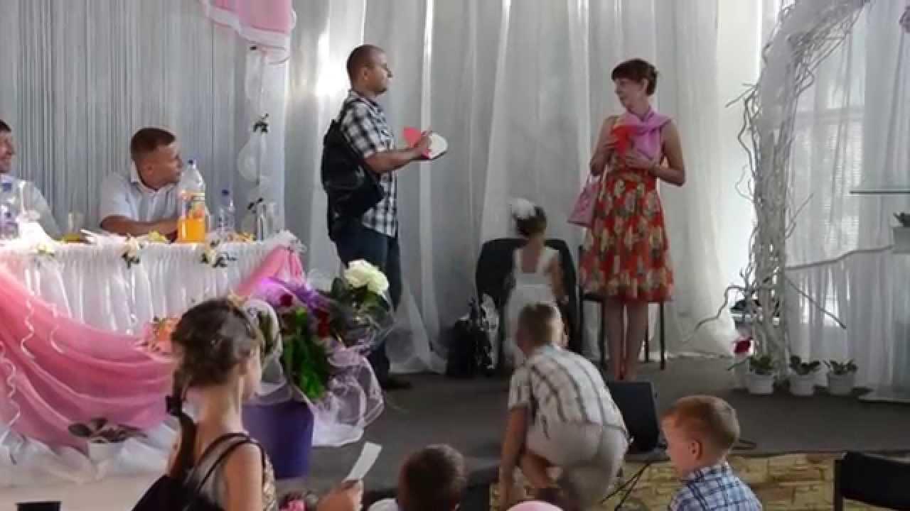 Оригинальное поздравление на свадьбу от друзей в виде сценки