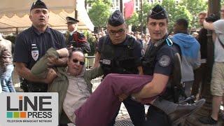 Incidents anti Hollande défilé 14 juillet Champs Elysées / Paris - France 14 juillet 2014