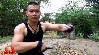 Mr. Huy Côn hướng dẫn đánh kín đòn đối với 3 loại binh khí côn nhị khúc, đoản côn và dao găm