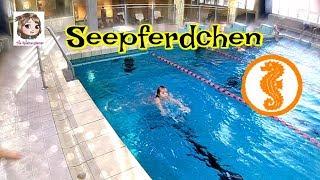 HANNAH MACHT IHR SEEPFERDCHEN - Prüfung für das erste Schwimmabzeichen - Schwimmen lernen