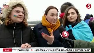 """День Соборності: на мосту Патона створили """"живий ланцюг"""" / включення"""
