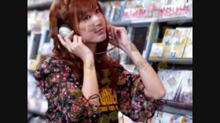 大島麻衣ソロデビュー曲^^ 若い女性の心を歌った曲です.