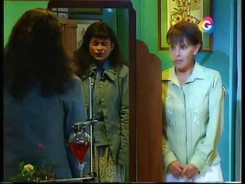 La mujer en el espejo juliana se convierte en maritza for Espejo que se abre