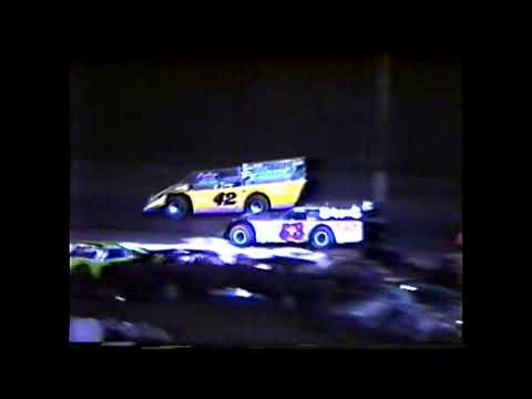 Last race of the season at Willamette Speedway in 1992. Was an open comp late model event. Some odd cuts in the video part way through the race. Not exaclty ... - dirt track racing video image