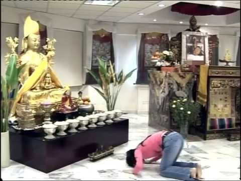 How to set up altar, make offerings, prostrate to the Buddha ...