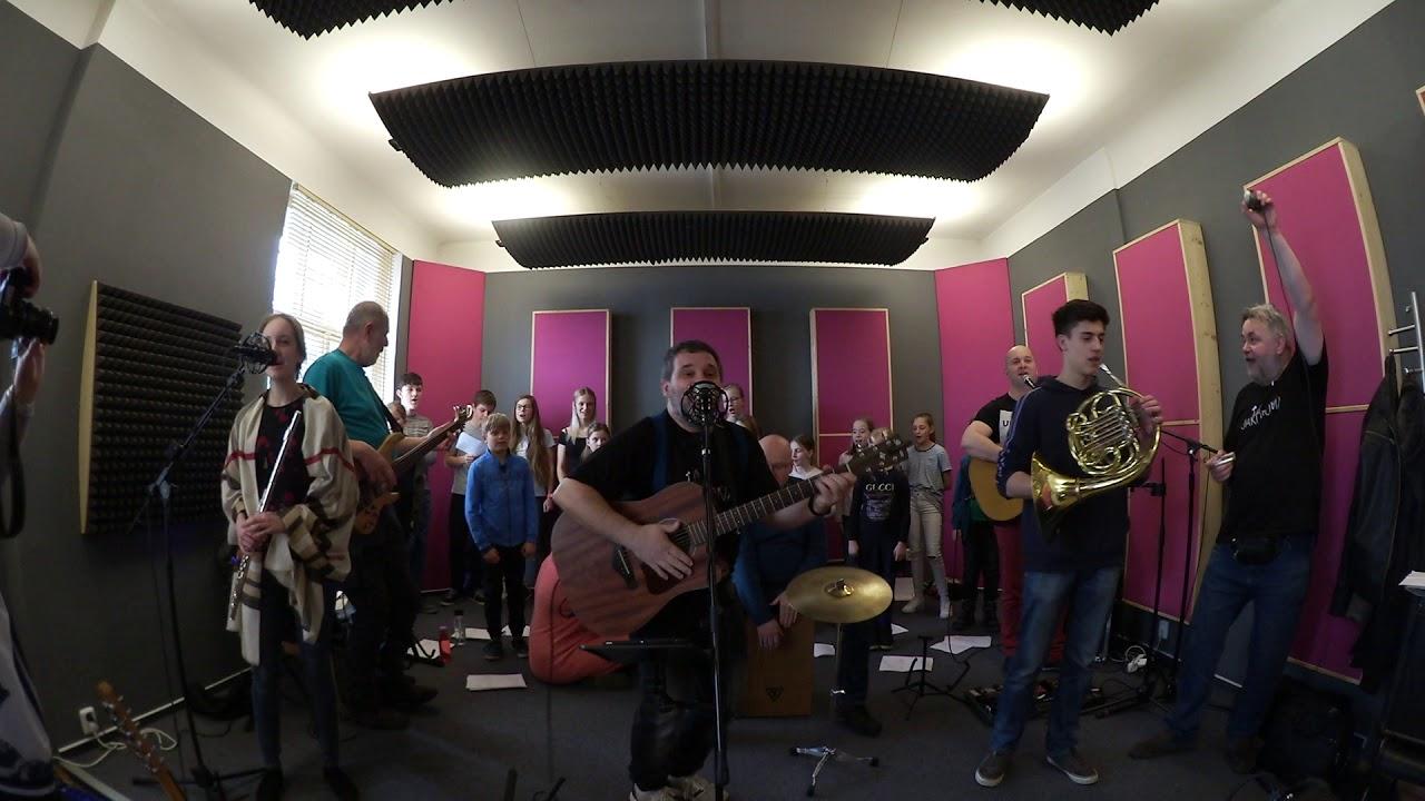Skupina Jakodoma cvičí na festival s dětským pěveckým sborem ZUŠ jesenice u Prahy