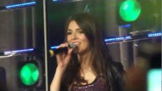 Victoria Justice- Freak The Freak Out (LIVE) HD