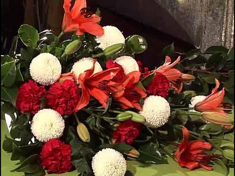 C mo preparar un ramo para el d a de todos los santos - Como hacer un ramo de flores artificiales ...