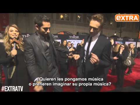Tom Hiddleston y Zachary Levi bailan en la premiere de Thor 2 | Subtitulado Travel Video