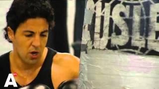 Wereldkampioen boksen en kickbocksen geëerd met voorstelling in de ring