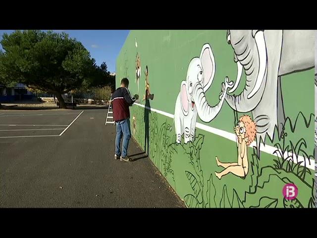 Pinten un mural contra la violència de gènere al pati de la nostra escola