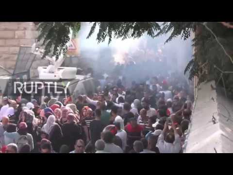 East Jerusalem: Israeli forces disperse crowds with tear gas and stun grenades at Al-Asqa